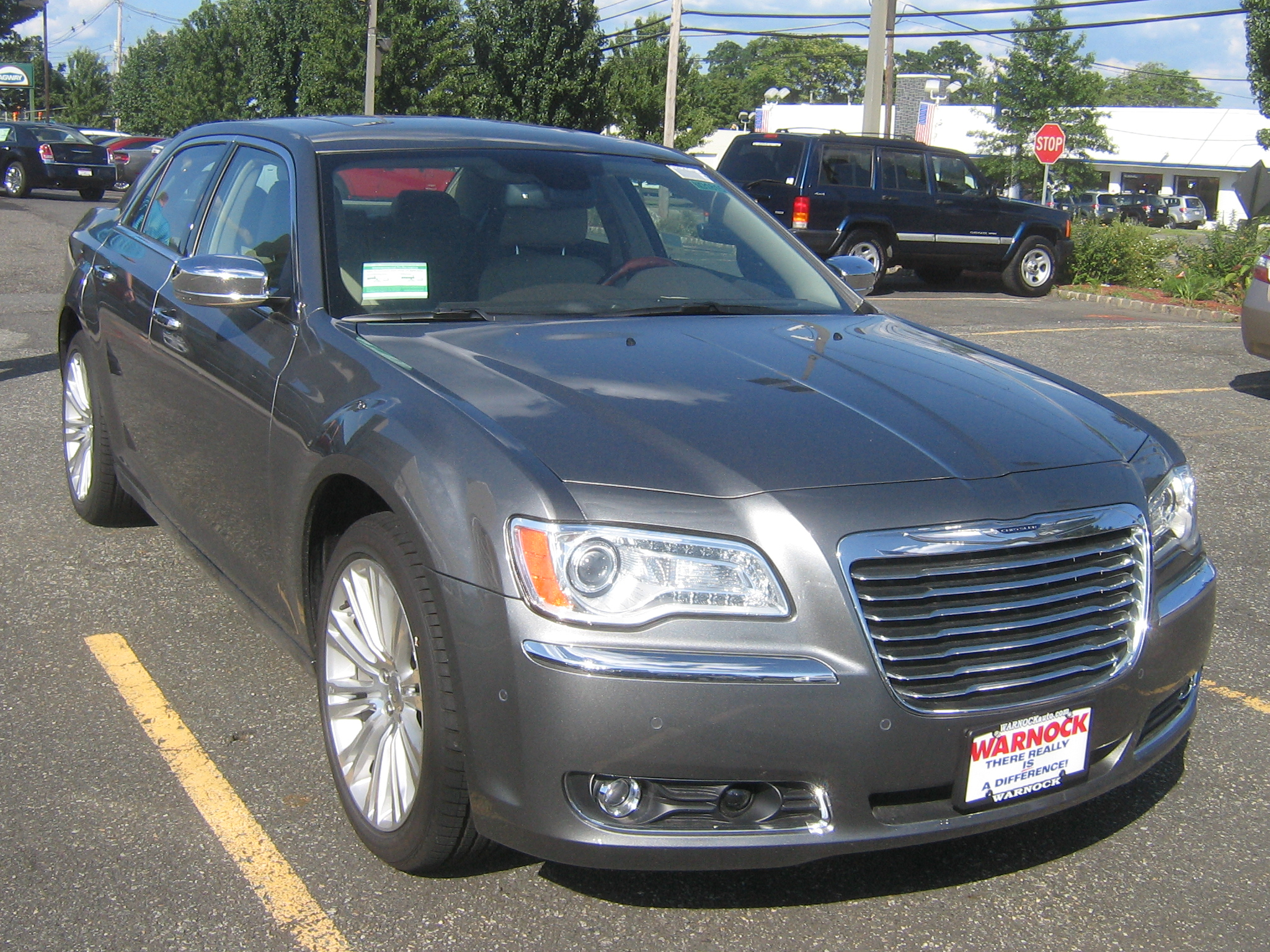 test driven chrysler 300 and 300c mind over motor. Black Bedroom Furniture Sets. Home Design Ideas