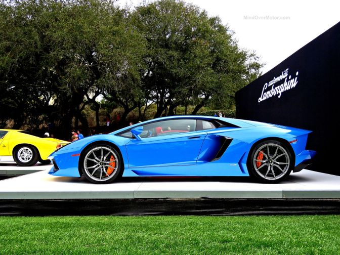 I LOVE the Blue on this Lamborghini Aventador!