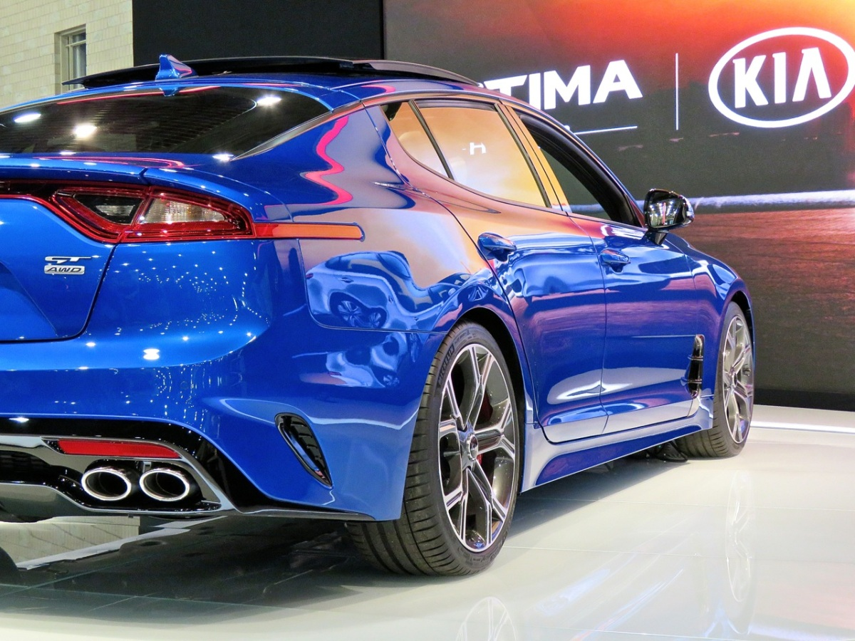 the kia stinger gt looks phenomenal in person mind over motor. Black Bedroom Furniture Sets. Home Design Ideas