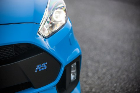 2016-ford-focus-rs-euro-spec-badge-03