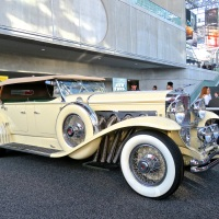This white Duesenberg Model J showed the new cars what class looks like at NYIAS 2018