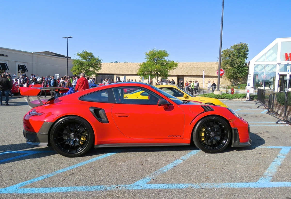 The red Porsche 991 GT2 RS at Cars and Caffe