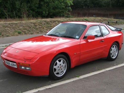 Porsche_944_Turbo_Red_4